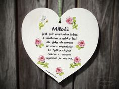 White heart with roses and love-related quote :) Wooden Hearts, Good To Know, Decorative Plates, Roses, Quote, Life, Licence Plates, Quotation, Pink