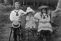 Antoni, Adelajda i Karolina Lanckorońscy, 1905 rok.