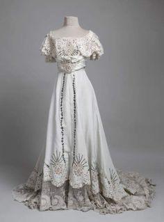 Evening dress, 1906-07 From the Muzej za umjetnost i obrt, Zagreb