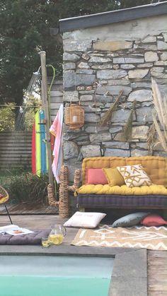 Comme une envie d'évasion en ce joli mois d'août... Découvrez notre collection déco été inspirée des vibes sud américaines Des couleurs châtoyantes et estivales, des matières naturelles et authentiques... De l'art de la table, au linge de lit en passant par les coussins et les objets déco de votre salon ou de votre terrasse, la tendance Santa Cruz vient booster votre décoration avec style ! Découvrez notre décoration estivale 2021 en magasin et sur le site zodio.fr Outdoor Furniture, Outdoor Decor, Bed, Comme, Home Decor, Collection, Style, Santa Cruz, Bedding