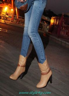i have the same but in colour blue Funky Fashion, I Love Fashion, Star Fashion, Cute Boots, Women's Boots, Bootie Boots, Winter Wear, Autumn Winter Fashion, Classic Ugg Boots