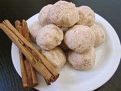 Polvorones are rich, short bread-like cinnamon cookies, also known as Mexican Wedding Cookies. Donut Recipes, Mexican Food Recipes, Sweet Recipes, Cookie Recipes, Bar Recipes, Fall Desserts, No Bake Desserts, Just Desserts, Canela