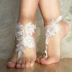 Dentelle blanche aux pieds nus sandales mariage de plage
