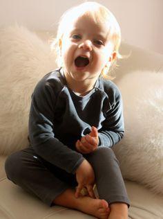 Ensemble legging Balerina graphite et haut moussaillon velours graphite, tenue de jour pour les plus-petits, joli pyjama 2 pièces pour les plus grands!  http://www.mysweetbio.fr/s/14069_184177_vetement-bebe-bio