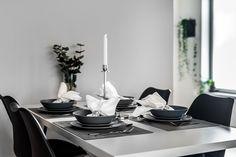 Hilkeindesign är ett Inredningsföretag med en vision om att skapa en personlig mötesplats både i butiken och på sociala medier. Företaget är beläget i Linköping med sina 4 grenar; Homestyling, Eget varumärke, Fysisk Butik och Webbutik. Vi jobbar ständigt med att utveckla vårt koncept och gillar att sprida glädje och inspiration här och på instagram @hilkeindesign Kontakt: info@hilkeindesign.se