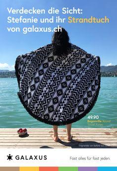 Verdecken die Sicht: Stefanie und ihr Strandtuch von Galaxus #GalaxusLive #Galaxus Live, Advertising Campaign