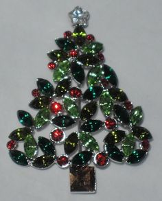 Talbots Tri-Green Holly Berry Christmas Tree Pin ~ Mint in Original Box