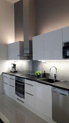 Nordichome/ skandinaavinen/ skandinavisk kök/ White kitchen/ Modern & Minimalistic/ Korkeakiiltoinen keittiö