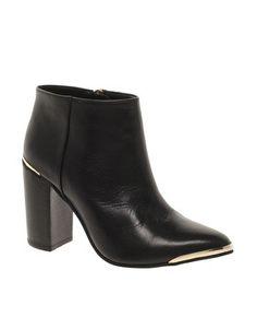 Wearable heel boots
