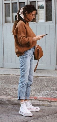 it-girl - tricot-mom-jeans - mom-jeans - inverno - street style Source by hsr. it-girl - tricot-mom-jeans - mom-jeans - inverno - street style Source by hsraindrops outfits with jeans for school Winter Mode Outfits, Trendy Outfits, Cute Outfits, Fashion Outfits, Outfits With Mom Jeans, Mom Jeans Style, Jeans Outfit Winter, Fasion, Outfit Jeans