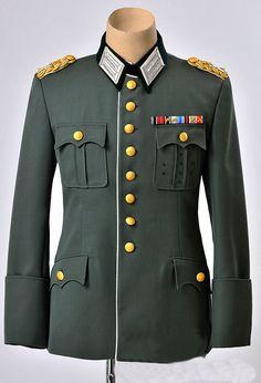Ww2 Uniforms, German Uniforms, Military Uniforms, Military Inspired Fashion, Military Fashion, Military Ranks, Military History, Uniform Insignia, Suits