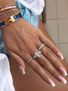 If you are obsessing with french ombre nails then check our tips to apply French ombre dip nails and learn how to do it yourself. Classy Nails, Stylish Nails, Trendy Nails, Ombre French Nails, French Tip Nails, Nails French Design, French Manicure Nails, French Pedicure, Bright Summer Acrylic Nails