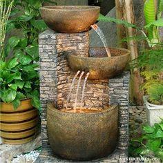 Arquitectura de Casas: Estanques, espejos de agua, y fuentes en la pared, para los exteriores.