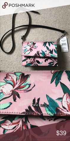 Crossover purse|clutch Nine West full body crossover  Baby pink with a  green floral