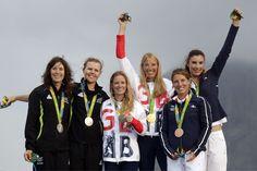 MEDAILLES DE LA FRANCE AUX JO 2016 - La France compte désormais 40 médailles dans ces Jeux olympiques grâce aux breloques en argent de Maxime Beaumont en kayak, des handballeuses françaises et de Sarah Ourahmoune en boxe. Découvrez la liste des médaillés et les prochaines chances de podiums tricolores.