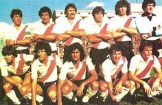 1981. River Plate - Arriba: Passarella, Gallego, Saporiti, Olarticoechea, Tarantini y Fillol. Abajo: Tévez, Bulleri, Kempes, Commisso y Vieta.