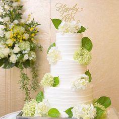 ケーキトッパー【Happily Ever After/MS calligraphy】 をご使用していただいたお客様のお写真♡紫陽花が可憐で華やかなウェディングケーキと木製のケーキトッパーぴったり合っていて素敵です♡ありがとうございました!