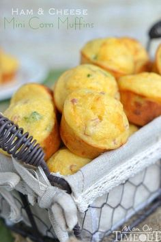 Ham and Cheese Mini Corn Muffins - perfect for breakfast, lunch and dinner or anytime in between! Just in time for football tailgates! Savory Muffins, Corn Muffins, Cornbread Muffins, Veggie Muffins, Cheese Muffins, Breakfast Muffins, Mini Muffins, Brunch Recipes, Baby Food Recipes