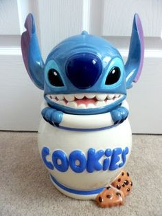 "This is a cookie jar from the Classic Walt Disney film ""Lilo and Stitch"". Stitch is popping out of a cookie jar with two chocolate chip coo. Lelo And Stitch, Lilo Y Stitch, Cute Stitch, Disney Home, Disney Fun, Disney Magic, Disney Cars, Disney Stich, Disney Cookies"