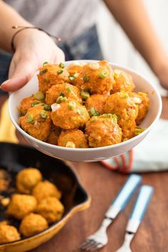 buffalo chicken nachos Looking for an easy buffalo chicken recipe? These Buffalo Chicken Meatballs from are the best! Buffalo Chicken Nachos, Buffalo Chicken Dip Recipe, Chicken Meatball Recipes, Buffalo Chicken Meatballs, Chicken Dips, Chicken Recepies, Chicken Meals, Clean Eating Snacks, Cooking Recipes
