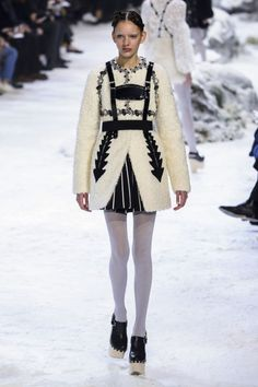 The Best Looks from Paris Fashion Week Fall 2016 - ELLE.com's Favorite Looks from Paris Fashion Week 2016