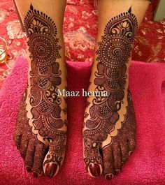 We know you love it when we share henna shots. Here's another beautiful design by Hussain. by… We know you love it when we share henna shots. Here's another beautiful design by Hussain. Mehndi Designs Feet, Mehndi Designs Book, Legs Mehndi Design, Mehndi Designs For Girls, Indian Mehndi Designs, Mehndi Designs 2018, Stylish Mehndi Designs, Mehndi Designs For Fingers, Wedding Mehndi Designs