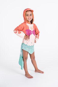 Blusa com fator de proteção UV 50+ de sereia vai ajudar sua filha a brincar a254f71ea08