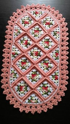 Picture of Doilies Crochet Pattern Leaflet Filet Crochet, Crochet Mat, Crochet Pillow, Thread Crochet, Crochet Crafts, Crochet Projects, Crochet Hexagon Blanket, Crochet Motifs, Crochet Flower Patterns