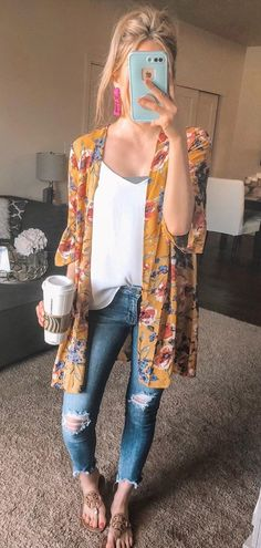 b2f2bd95232 26 Best Red top outfit images | Fashion clothes, Moda femenina ...