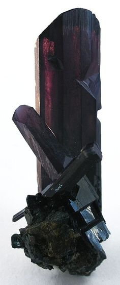 Vivianite can give its owner the gift of foresight & the ability to decipher dreams. Used in conjunction with the moon when seeking answers. Vivianite aids in the cleansing of the body and the human soul, banishing negativity from the house, as well as to cure some diseases (especially skin).