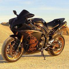 Yamaha r1 (wild card)