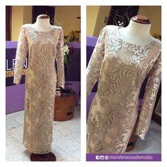 En tono dorado y en tul bordado fue la elección de la Sra. Mercedes Minuche de Wilches para el vestido que lució el pasado fin de semana.
