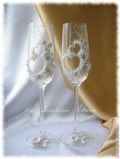 """Купить Свадебные бокалы """"Два сердца"""" - белый, свадьба, свадебные бокалы, свадебные аксессуары, стекло"""