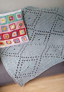 Diamond filet blanket / Patroon ruitjes filetdeken - free crochet pattern with chart in Dutch and English at Madebyleen.