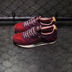 ae7fe7c56870 The Japanese sneaker store Mita Sneakers teamed up with Asics and Onitsuka  Tiger for the creation of the  Dried Roses  pack. The dried roses should ...