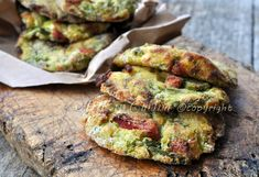 Frittelle di asparagi al forno, con patate e prosciutto, asparagi selvatici, ricetta facile, light, secondo veloce, contorno, pranzo, cena, verdure di stagione.