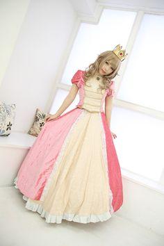 Princess Peach cosplay.