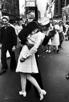 """""""The Kiss"""", una foto icónica del fin de la guerra"""