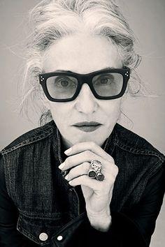 thick frames denim shirt chunky ring l linda rodin. Rodin, Mature Fashion, Look Fashion, Karen Walker, Mode Simple, Ageless Beauty, Advanced Style, Womens Glasses, Aging Gracefully