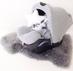 Kuvan yhdistelmä on ollut yksi syksyn suosituimpia: harmaa kuomu antaa suojaa ja tekee kaukalosta rauhallisemman paikan vauvalle, lämpöpussi pitää pienen lämpöisenä alkavan talven viimassa. Molemmat löydät PikkuVanilja-verkkokaupasta⭐️ Kiitos ihanasta kuvasta @_annasofia_ 😘 Vastaavan vaaleanharmaan taljan löysin muuten tänään Sisustusliike Dreamsista ( @sisustusliikedreams ) , kun kävin pakkaamassa PikkuVaniljan tilaukset 😊 • • • #pikkuvanilja #lämpöpussi #lämpöpussiturvakaukaloon…