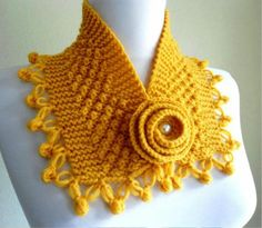 Really love the colour Currently into the idea of add-on collars, cowl, snood, lace. Cuellos tejidos a crochet hermosisisisisimos ! Crochet Scarves, Crochet Shawl, Crochet Clothes, Hand Crochet, Hand Knitting, Knit Crochet, Butterfly Stitches, Knitting Patterns, Crochet Patterns