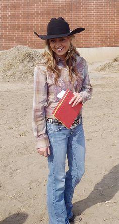 Looking like a pretty cowgirl...