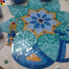 Mosaic Tile Table, Mosaic Diy, Mosaic Garden, Mosaic Wall, Mosaic Glass, Glass Art, Tile Crafts, Mosaic Crafts, Mosaic Projects