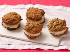 Carrot Cake Whoopie Pies Recipe - KitchenDaily