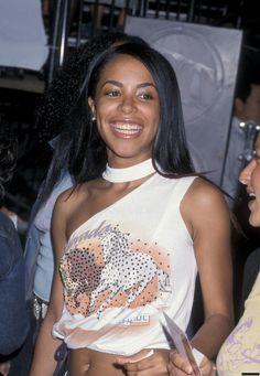 "Aaliyah Photo: Aaliyah on ""Me, Myself & Irene"" Movie Premiere Rip Aaliyah, Aaliyah Style, Black Girl Fashion, 90s Fashion, Aaliyah Pictures, Aaliyah Haughton, Dope Swag Outfits, Toni Braxton, Her Music"
