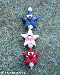 3 Patriotic Smiling Stars, Vertical Hole, Polymer Clay Beads by Critter Company. $4,50, via Etsy.