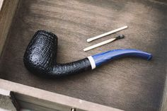 Two pieces from Danish carver Manduela plus fresh pipes from G. Penzo Lasse and Jody Davis. http://smokingpip.es/2weJwZA