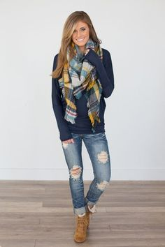 Para el invierno. Los jeans azules , el suéter azul, la bufanda escocés, y los zapatos café.  Cuestan $116/ 107.91€ #blanketscarfoutfit