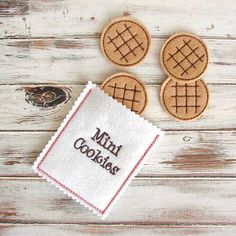 Sweet set of 4 felt play cookies comes with their own little cookie bag. Pretend cookies will inspire the imagination and creativity to host a fun