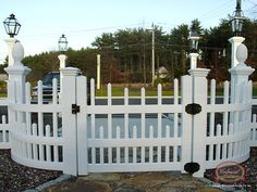 Staggered Vinyl Fence - Picket Fence w/ Gate - Curved Panels